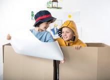 Jeux d'intérieur d'amusement de petits rêveurs Image libre de droits