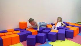 Jeux d'intérieur du ` s d'enfants clips vidéos