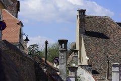 Jeux de cheminée sur la vieille ville Sibiu Roumanie Photos libres de droits