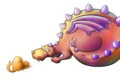 Jeux de dragon avec le chat dans le domaine Photographie stock libre de droits