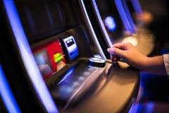 Jeux de machine à sous de casino photographie stock libre de droits