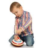 Jeux de petit garçon sur le plancher Photo libre de droits