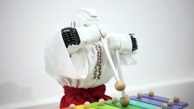 Jeux de robot sur la fin de xylophone  banque de vidéos