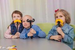 Jeux de société de jeu d'enfants images libres de droits