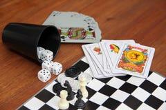 Jeux de table de variété sur le fond en bois Photos stock