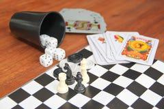 Jeux de table de variété sur le fond en bois Images stock