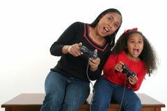 Jeux vidéo de mère et de descendant Image libre de droits
