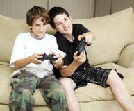 Jeux vidéo de pièce de frères Images libres de droits