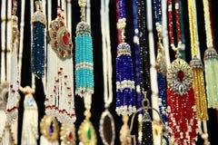 Jevellery de Oriente Medio tradicional en el bazar magnífico, Estambul, Turquía imagen de archivo