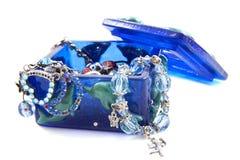 Jewelbox blu con i gioielli fotografia stock