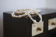 Jeweler and pearls Royalty Free Stock Photography