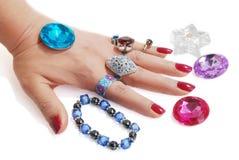 Jewelery in der Hand Lizenzfreies Stockfoto