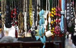 Jewelery im indischen Markt Stockfotografie