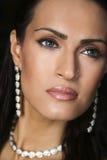 Jewelery que desgasta femenino del modelo de manera Foto de archivo libre de regalías