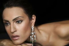 Jewelery que desgasta femenino del modelo de manera Fotografía de archivo libre de regalías