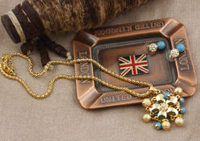 Jewelery set. Gold jewelery set with diamonds, on abstract background Stock Images