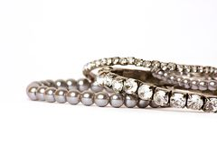 Jewellery диамантов & Perl на белой предпосылке стоковые фотографии rf