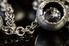 Jewellryclose-up op donkere achtergrond Royalty-vrije Stock Foto