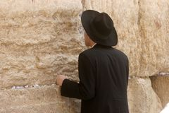 Jewish men pray at the western wall in Jerusalem Royalty Free Stock Photography