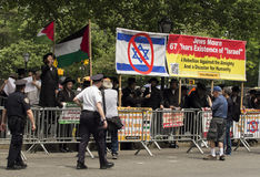 Jewish Protestors at 2015 New York Celebrate Israel Parade. Protesters supporting Neturei Karta, an extreme ultra-Orthodox fringe group, espousing anti-Zionist Stock Images