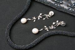 Jewlery earing della perla immagini stock