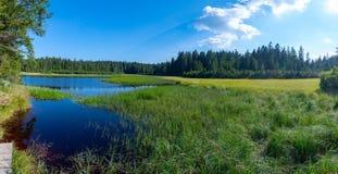 Jezero Crno ή μαύρη λίμνη, ένας δημοφιλής προορισμός πεζοπορίας σε Pohorje, Σλοβενία στοκ φωτογραφία