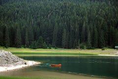 Jezero de Crno (lago preto) em Durmitor Foto de Stock