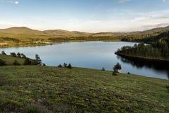 Jezero del lago Ribnicko o di Ribnicko in supporto Zlatibor, Serbia fotografia stock libera da diritti