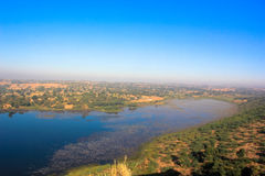 Jeziora i pola krajobraz Fotografia Royalty Free