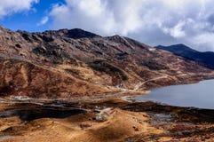 Jeziora pod chmurnym niebem Zdjęcia Stock