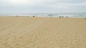 Jeziora wejścia plaża w lecie w Australia, panning strzał zbiory
