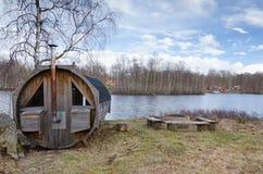 Jeziora wybrzeże z sauna Zdjęcia Stock