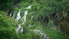 Jeziora z siklawą w Chorwacja Lokacja: Plitvice, parka narodowego Plitvicka jezera zdjęcie wideo