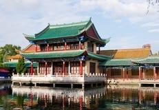 Jeziorem historyczny budynek Obraz Royalty Free