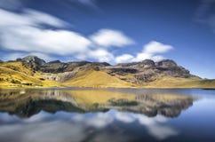 Jeziorna Cushuro długa ekspozycja w Peru fotografia stock