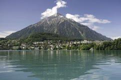 jeziorna góra niesen Switzerland thun Zdjęcie Stock