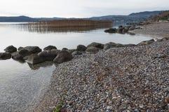 Jeziorna Gardy linia brzegowa podczas zimy Fotografia Stock
