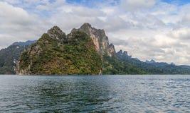 Jeziorna Khao Sok skała Obrazy Stock