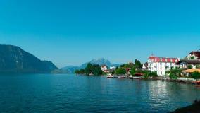 jeziorna lucerna Switzerland Widok domy i góry od wioski Weggis Zdjęcie Stock