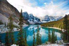 Jeziorna morena - Alberta, Kanada Zdjęcia Royalty Free