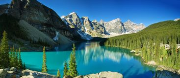 Jeziorna morena, Banff park narodowy Zdjęcie Royalty Free
