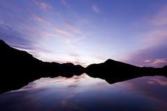 jeziorna sylwetka obrazy stock