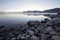 Jeziorna Tekapo ranku mgła, mgła/ Obraz Royalty Free