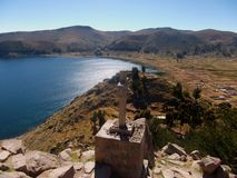Jeziorna Titicaca zatoka w copacabana w Bolivia górach Obrazy Stock