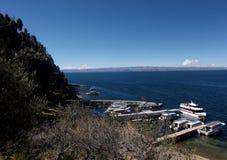 Jeziorna Titicaca zatoka w Isla De Zol w Bolivia górach Zdjęcia Stock