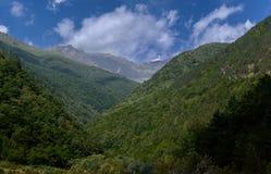Jeziorne i majestatyczne góry fotografia royalty free