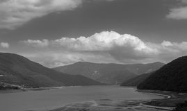 Jeziorne i majestatyczne góry obrazy royalty free