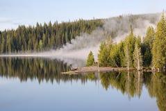 jeziorni gejzerów odbicia Yellowstone Fotografia Royalty Free