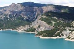 Jeziorni Serre-Poncon banki, Hautes-Alpes, Francja Obrazy Royalty Free