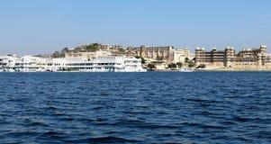 Jeziorni widoków domy Zdjęcia Royalty Free